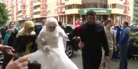 Le Mariage Forcé D'une Ado Tchétchène De 17 Ans Choque La
