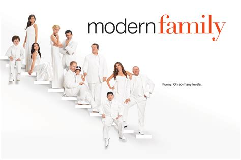 modern family images season 3 cast hd wallpaper and background photos 37540916