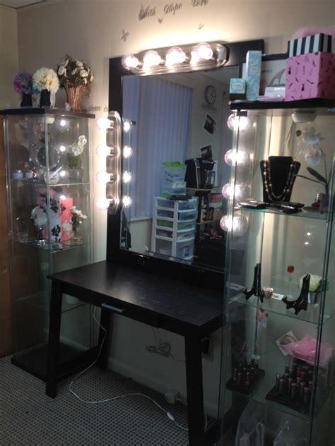 How Dazzling Makeup Vanities For Bedrooms With Lights