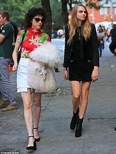 Cara Delevingne and her girlfriend Annie Clark out in New ...