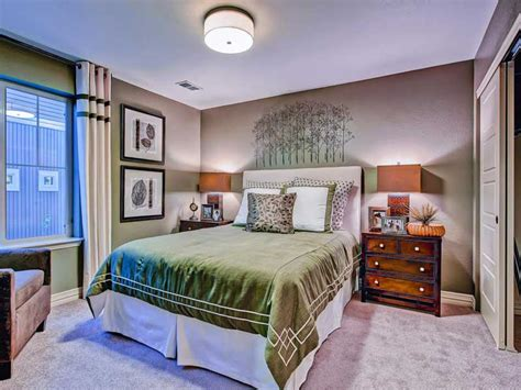 Small Bedroom Decorating Ideas Tidy Up A Small Space Living Room Office Furniture Small For Rooms Formal Window Treatments Designs With Lcd Tv Photos Shabby Chic Dining Chair Slipcovers The Gem Bar And Gray