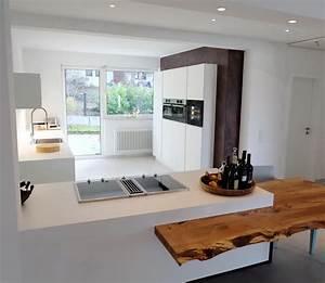 Massivholzplatte Mit Baumkante : k che wei mit baumkante resch innenausbau ~ Markanthonyermac.com Haus und Dekorationen