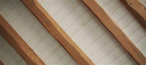la pose de lambris au plafond