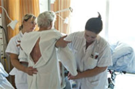 aide soignante pr 233 cieux relais d informations 224 232 ve aux hug