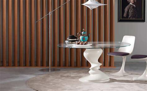 roche bobois table blanche ronde en verre sismic photo 4 20 une table de repas pour