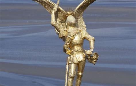 le vol de l archange michel la croix