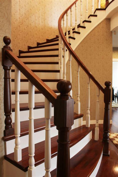 peindre un escalier en bois