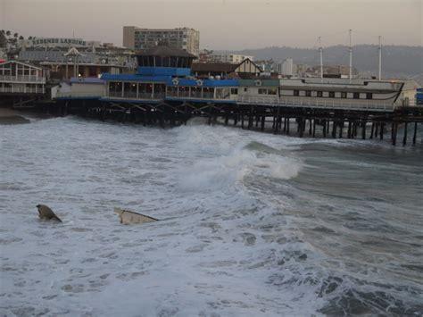 Redondo Beach Boat Crash Into Pier by Sailboat Crashes Off Redondo Pier Four Sailors Rescued
