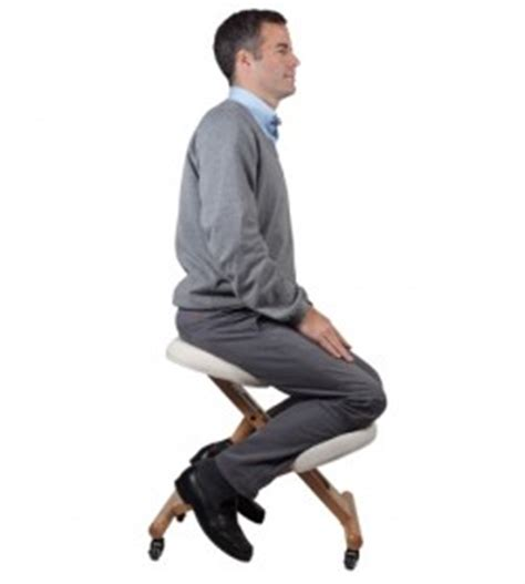 si 232 ge ergonomique assis genoux 233 vitez le mal de dos sur une chaise de bureau classique et les