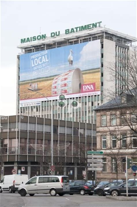strasbourg photo s affiche en grand sur la maison du b 226 timent