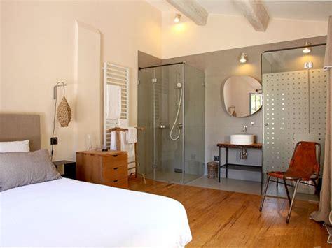 comment faire une salle de bains ouverte sur la chambre bedrooms master bedroom and farm house