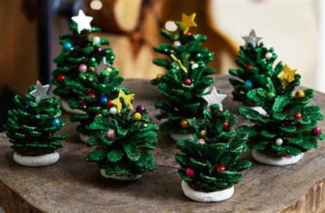 17+ Diys To Make A Pine Cone Christmas Tree