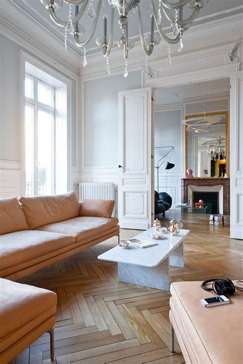 salon avec ornements r 233 am 233 nag 233 dans appartement haussmannien 224 bordeaux par l architecte d