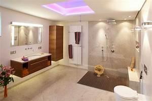 Bad Design Zeitschrift : kleines badezimmer modern gestalten tipps ideen mit lichtdesign ~ Markanthonyermac.com Haus und Dekorationen