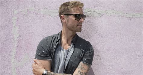 Cmt Locks In Brett Young For Cmt On Tour