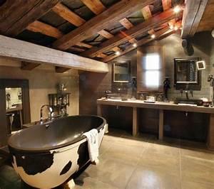 Holzdecke Im Bad : 23 fantastische rustikale badezimmer design ideen ~ Markanthonyermac.com Haus und Dekorationen