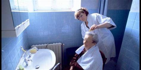 les aides soignantes vont assurer une partie des soins infirmiers 224 domicile la libre be