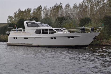 Kruiser Verhuur Friesland by Yachtcharter 2000 Luxe Motorkruisers Vanuit Het Hart Van