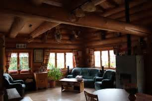 salon maison bois rond 2 jpg