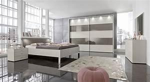 Moderne Wandspiegel Wohnzimmer : modernes schlafzimmer in champagner mit viel stauraum baria ~ Markanthonyermac.com Haus und Dekorationen
