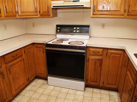 When Should You Replace Your Kitchen Cabinets?  Tops