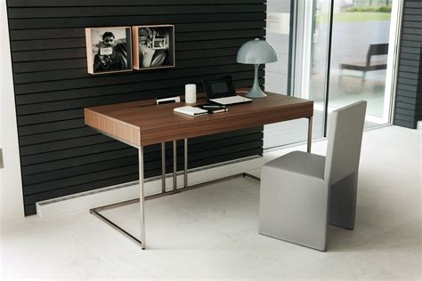 Small Office Space Decorating Ideas With Amazing Wooden