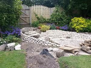 Gartengestaltung Böschung Gestalten : trockenmauer wird zu kunstwerk ~ Markanthonyermac.com Haus und Dekorationen