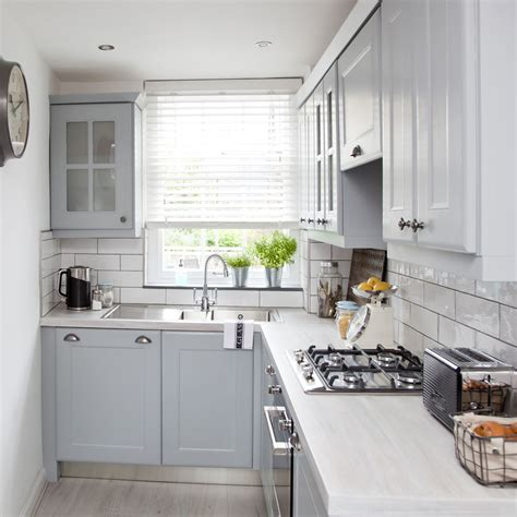 Simple And Compact L Shaped Kitchen Design — Incredible Homes