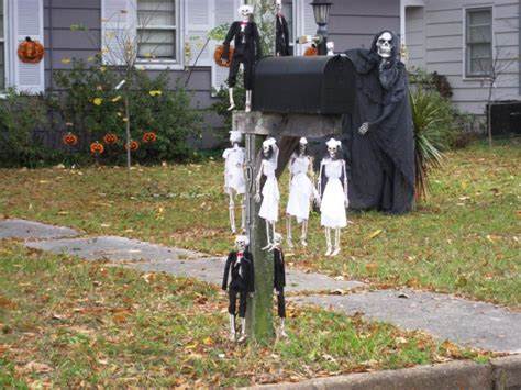 15 Fun And Scary Ideas How To Decorate Your Mailboxes For Halloween Diy Equipment Shed Fish Tank Canopy Traps Drums Masker Anti Aging Poo Pourri Jillee Valentine S Day Gift Alcohol Burner Newel Post Installation