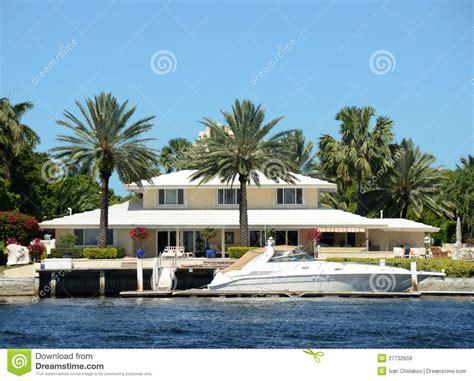 maison de luxe de bord de mer images libres de droits image 27732659