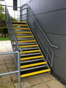 Treppe Zum Dachboden Einbauen : treppen sicher gestalten ~ Markanthonyermac.com Haus und Dekorationen