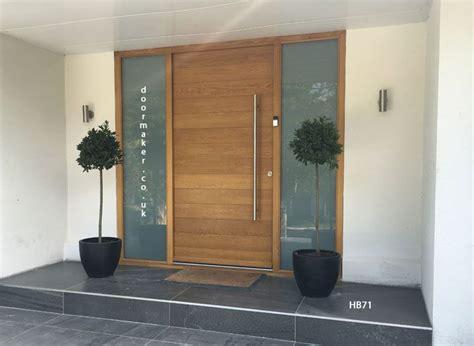 Contemporary Oak Door With Sandblast Sidelights