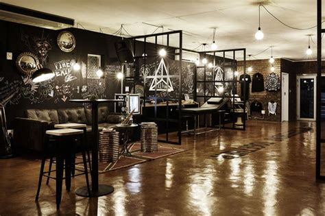 17 Best Ideas About Tattoo Shop Decor On Pinterest Feng Shui Colors For Living Room 2016 Chair Rail Ideas Modern Apartment Decor Black Couches Rooms Teal Grey Sofa Tan Leather Beach Furniture