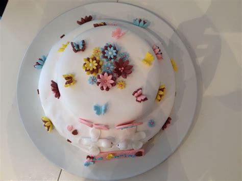gateau pate a sucre fleurs et papillons pateasucre p 226 te a sucre
