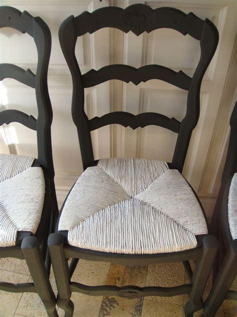 peindre chaise bois et paille