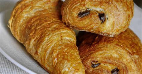 recette de croissants et de pains au chocolat le tourage de la p 226 te lev 233 e feuillet 233 e recette
