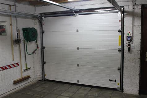 placement de porte de garage sectionnelle et basculante charleroi mons namur mp menuiserie