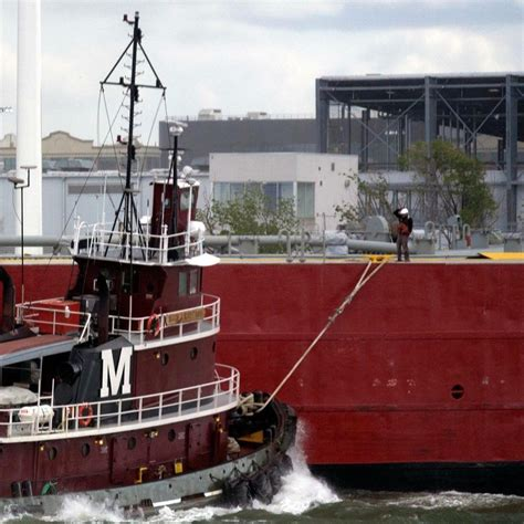 Tugboat Deckhand Life by Working On Tugboats What Its Like To Be A Deckhand And