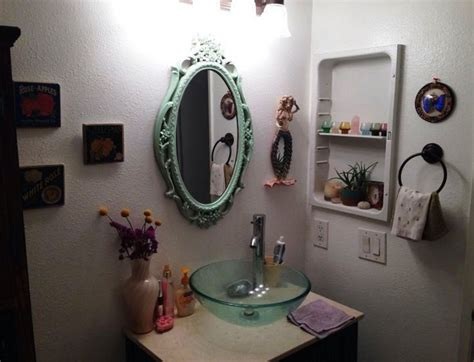 Top 10 Bathroom Decorating Ideas On A Budget With Pictures Floor Tiles In Bathroom Countertop Decorating Ideas For Small Bathrooms Turquoise Color Wood Floors Can You Spray Paint Fixtures Cushion Flooring How To Fix