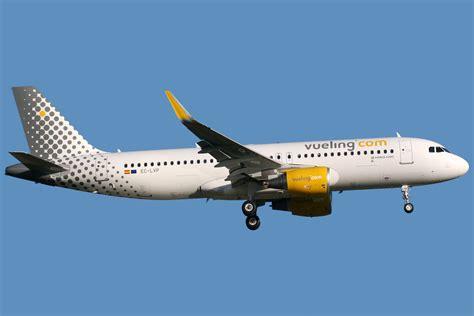 File:Airbus A320-214(WL) Vueling EC-LVP (8747385469).jpg - Wikimedia Commons