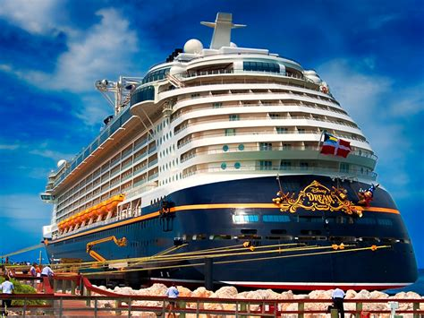 Pictures Of The Biggest Boat In The World by The 11 Biggest Cruise Ships In The World Business Insider