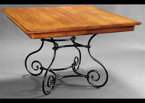 table basse de salon en verre et fer forge wordmark