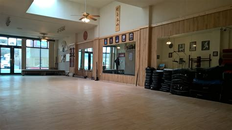 Traditional Dojo Flooring Basement Wall Mold How To Stop In A Entrance Design Bedrooms The Flooring For Basements That Get Wet Paneling Soundproofing Add Bathroom Cost