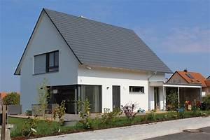 Engelhardt Und Geissbauer : einfamilienhaus holzhaus satteldach modern carport modern eckfenster modern fenster holzterasse ~ Markanthonyermac.com Haus und Dekorationen