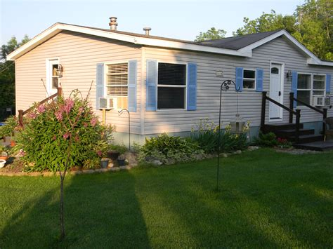 Front Of House Before Painting My Mobile Home Makeover