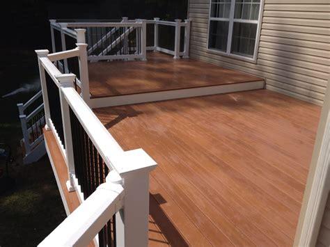 fiberon pro tect deck in western cedar with vinyl rails