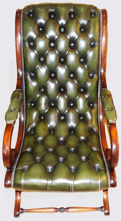 fauteuils anglais cuir table de lit