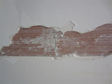 fissure plafond brique platre comment r 233 parer