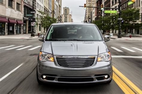 2015 Honda Odyssey Vs. 2015 Chrysler Town & Country: Which