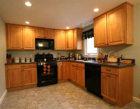 oak kitchen cabinets for your kitchen colors that go with golden oak cabinets